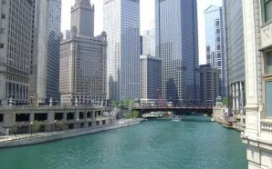 Man dead after jumping into Chicago River