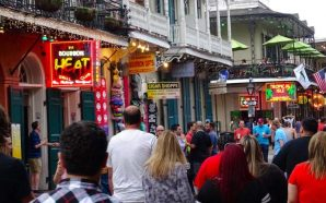 New Orleans- 4 Men Viciously Beat Tourist!