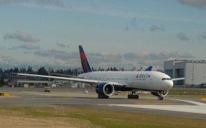 Pilot calls flight attendant a derogatory name and delays flight