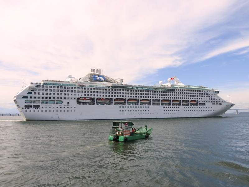 Passengers On A Luxury Cruise Had To Prepare For Possible Pirate Threats  J