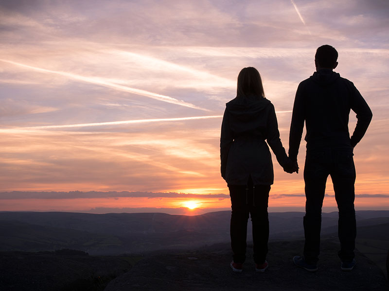 5 Signs You're Settling With Your Relationship, According To Experts