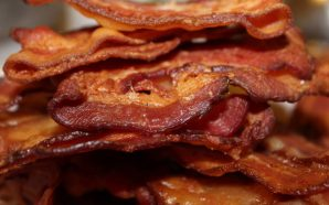 Eating bacon and other processed meats is linked to manic…