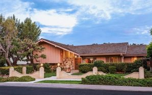 The 'Brady Bunch' house sells for nearly double the asking…