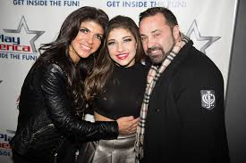 Teresa Giudice Asks Crowd to Pray Husband 'Gets to Come…