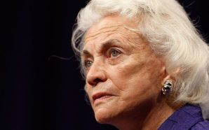 Justice O'Connor announces she has been diagnosed with dementia, 'probably…