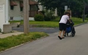 Rare Acts o Kindness: Teenager pushes double amputee home in…