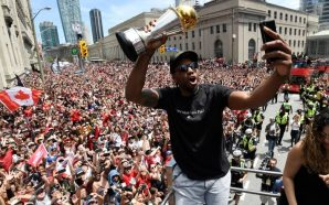 TORONTO RAPTORS 4 PEOPLE SHOT AT PARADE … Cops Arrest…