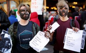 JUSTIN TRUDEAU Blackface Protesters On Campaign Trail … 'WE'RE ALADDIN…