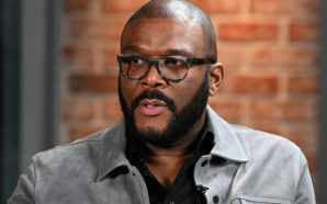 Tyler Perry buys groceries for elderly shoppers at 73 stores